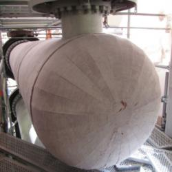 Pyrogel insulation covers a heat exchange vessel